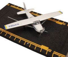 Hot Wings - Cessna 172 Skyhawk Model and Training Aid